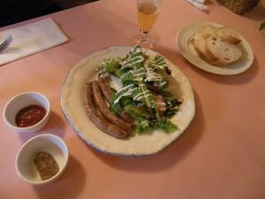 フランス産シポラタソーセージのサラダ添え